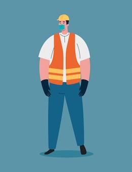 Строительный рабочий, используя медицинскую маску во время пандемии