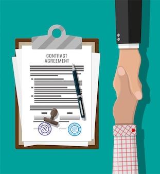 Документ о договорном соглашении и рукопожатие
