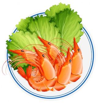 Приготовленные креветки и овощи на тарелке