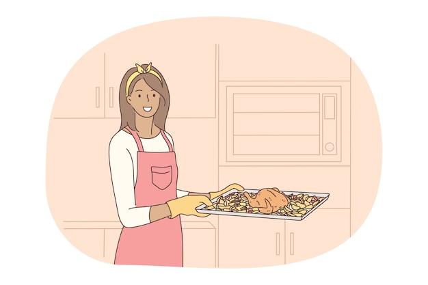 Приготовление, выпечка, концепция рецепта. молодая улыбающаяся женщина в фартуке и перчатках, несущая поднос с жареным