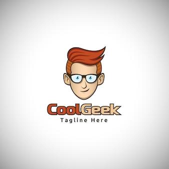 Логотип талисмана персонажа cool geek