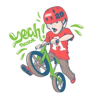 Классный ребенок на велосипеде strider