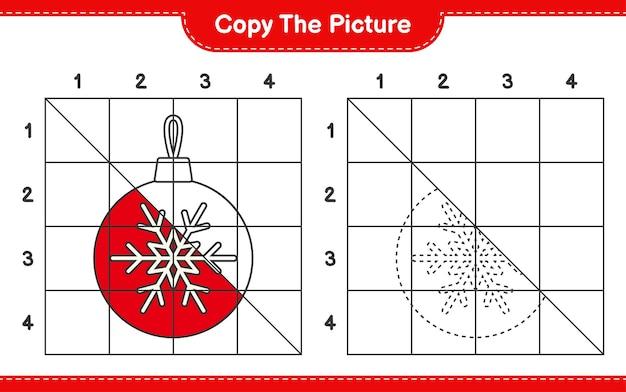 グリッド線を使用してクリスマスボールの絵教育ワークシートゲームをコピーします