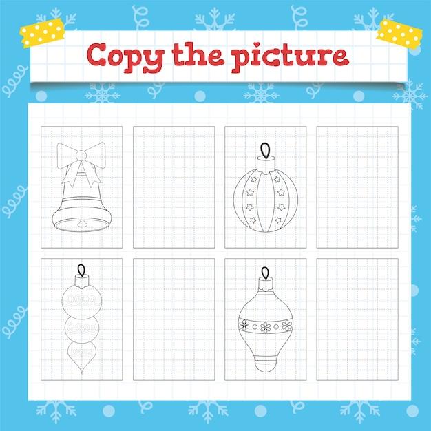 クリスマスツリーの装飾が施された幼児教育ゲームの写真をコピーします。就学前または幼稚園のクリスマスワークシート。