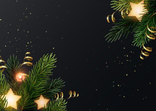 Новогодний фон с еловые ветки, светящиеся звезды, золотые серпантины и светящиеся лампочки. темно-серый фон с copyspace.