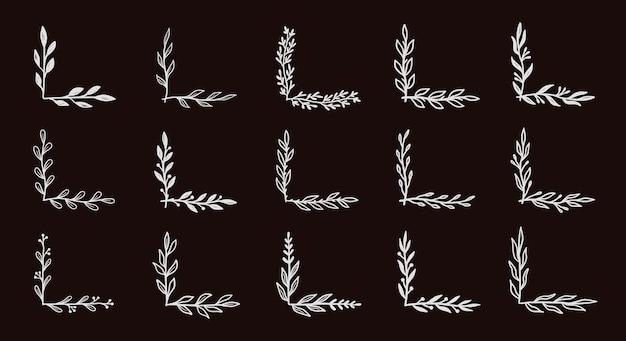 검은 칠판에 설정된 모서리 번성 테두리입니다. 소박한 꽃 요소가 있는 손으로 그린 낙서 스타일 코너. 벡터 일러스트 레이 션 테두리입니다.