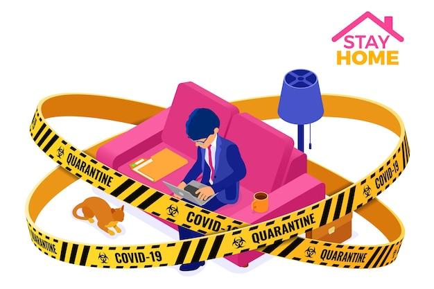 코로나 바이러스 격리 집에서 일하는 사업가 머물러. 남자는 경고 장벽 테이프 내부 소파에 앉아 노트북에서 작동합니다. 등각 투영 문자. 코로나 바이러스
