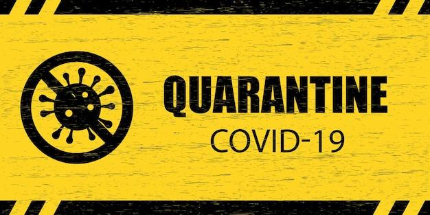 코로나바이러스 경고 표지판. quarantine covid-19가 새겨진 긁힌 나무 판과 노란색 배경에 검은색 바이러스 기호