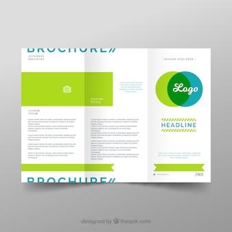 Modello di trittico aziendale in design piatto