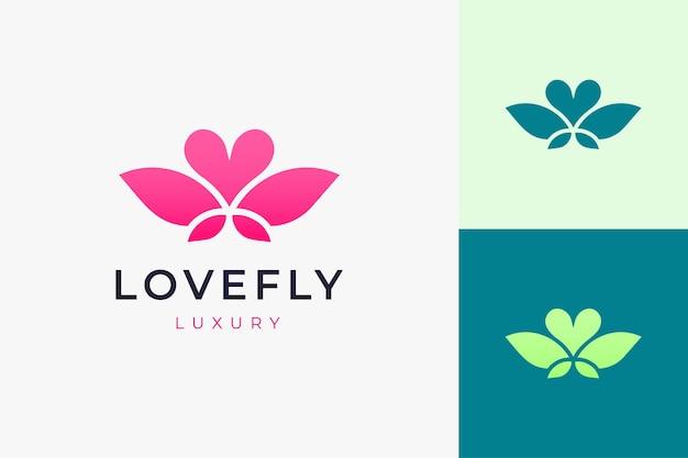 단순하고 깨끗한 사랑 모양의 화장품 또는 건강 로고