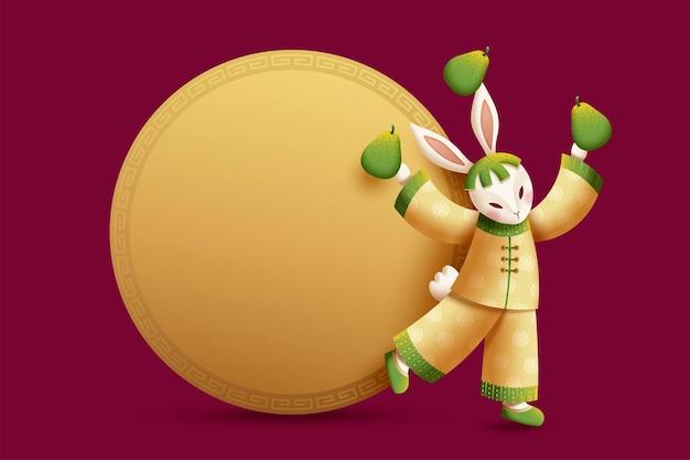 Костюмированный кролик жонглирует помело с круглой копией золотого цвета для фестиваля середины осени
