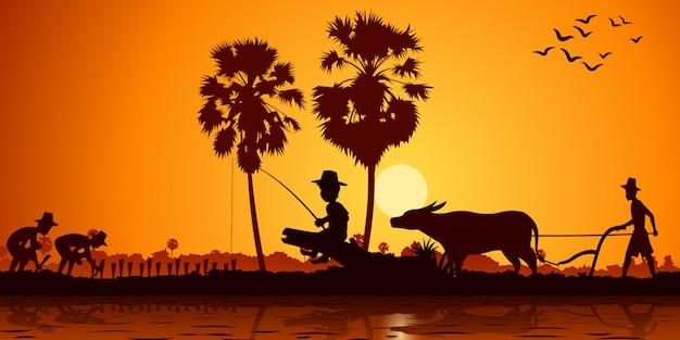Сельская жизнь азиата мальчик рыбачит пока фермер сажает рис