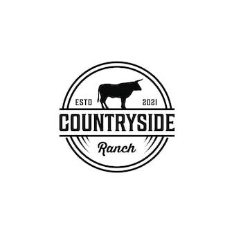田舎のヴィンテージレトロな牛の雄牛の動物のロゴデザイン素朴な