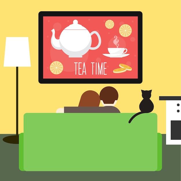 방에 있는 소파에서 tv를 보고 있는 커플과 고양이