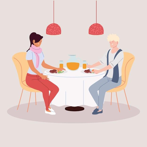 Пара, обедающая в ресторане, романтический ужин