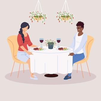 Пара, обедающая в ресторане
