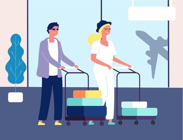 空港のカップル。荷物を持つ男性女性。