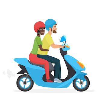Влюбленная пара вместе на скутере