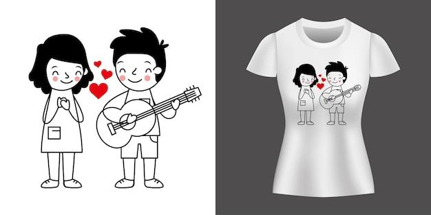 シャツにプリントされたギターを弾く少年と恋にカップル。