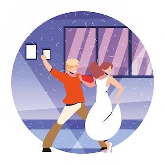 家、パーティー、音楽、ナイトライフで踊る人々のカップル