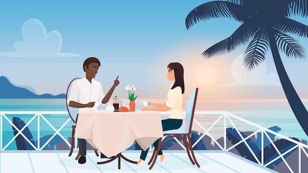 Пара людей на любовных романтических свиданиях в летнем кафе, сидя на террасе тропического пляжа