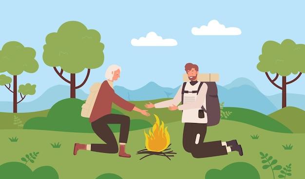 Пара людей с рюкзаками, кемпинг в летнем зеленом лесу, пеший туризм