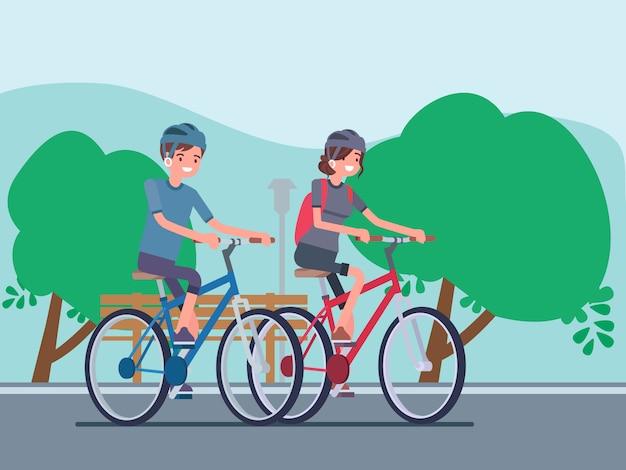 Пара катается на велосипедах в парке
