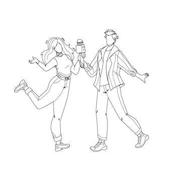 노래방 클럽에서 함께 노래하는 커플 검은 선 연필 드로잉 벡터. 젊은 남자와 여자 노래방 나이트 클럽에서 마이크와 함께 노래. 문자 사람들 파티, 활동 재미있는 시간 그림
