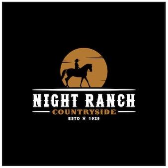 日没のロゴデザインイラストでカウボーイ乗馬馬シルエット