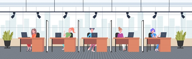 직장 책상에 앉아 창조적 인 사무실 여성 운영자의 동료 전화 센터 개념 공동 작업 열린 공간 인테리어 가로 전체 길이