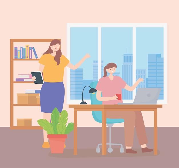 コワーキング、従業員女性インテリアオフィスデスクランプ椅子と本棚。