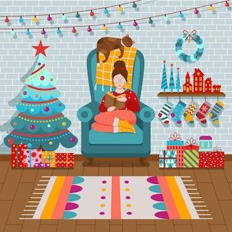 Уютный интерьер рождественской комнаты с девушкой в свитере рядом с праздничными елочными чулками и подарками