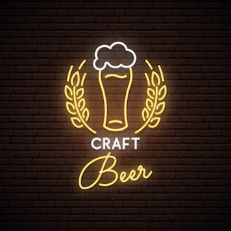 Неоновый знак craft beer.