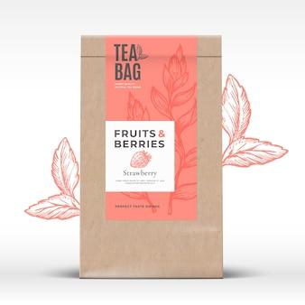 フルーツとベリーのお茶のラベルが付いたクラフト紙袋。