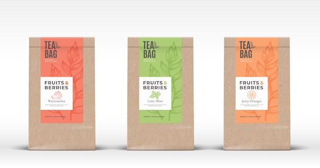 フルーツとベリーのお茶のラベルがセットされたクラフト紙袋。リアルな影の抽象的なパッケージデザインのレイアウト。
