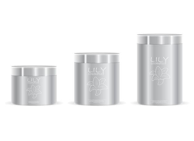 Упаковка кремовых баночек серебристого цвета с надписью и логотипом. косметические банки разной высоты с крышками металлическими или пластиковыми. косметика упаковка для крема, соли, пудры, мази. ,
