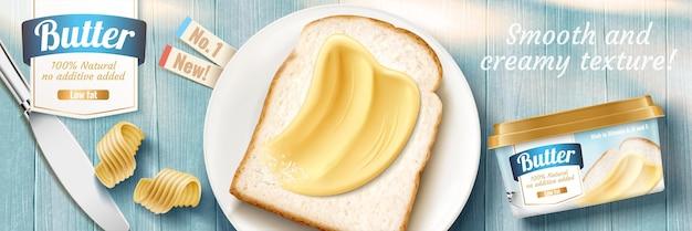 Баннерная реклама сливочного масла с вкусными тостами на синем деревянном столе с плоской планировкой