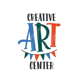 Творческий центр искусства плоский векторный логотип. уроки рисования, уроки рисования, разработка логотипов. вымпелы, бумажная гирлянда с буквами, изолированные на белом фоне. талантливые дети курсы баннера в социальных сетях.