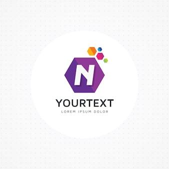 創造的な六角形の文字nのロゴ
