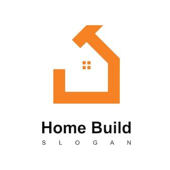 Креативный логотип строительства дома с символом молотка