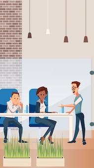 Счастливая командная работа в офисе creative open space