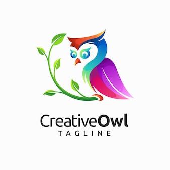 Креативный дизайн логотипа совы с концепцией градиентного цвета