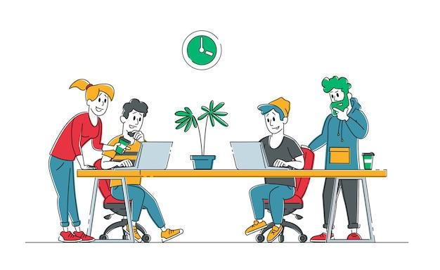 Творческие люди бизнес-группа группы, сидя за офисным столом