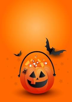 コピースペースとオレンジ色の背景に怖い黒いコウモリとクリエイティブな垂直ハロウィーンキャンディパンプキンバッグ。