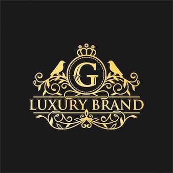 Королевская роскошь геральдический crest logo design векторный шаблон