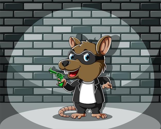 Криминальная мышь стоит и держит зеленый пистолет