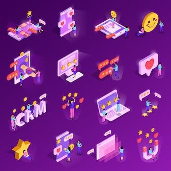 Иконки crm системы изометрические с элементами рейтинга компьютерных технологий человеческих персонажей, изолированных на фиолетовый