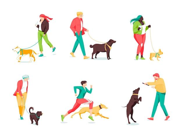 거리에서 개를 산책하는 작은 사람들의 군중