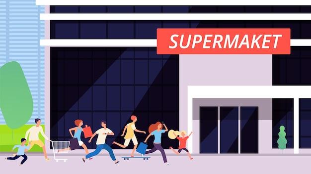 Толпа бежит в супермаркет. продажа со скидкой, здание магазина. мультфильм мужчина женщина дети покупки. волнение или шумиха, гонка за товарами векторные иллюстрации. супермаркет и толпа людей бегут на скидки и распродажи