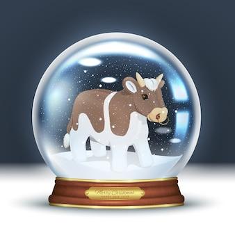 크리스탈 스노우 글로브, 그리고 새해 2021 년의 상징-귀여운 황소. 눈송이와 3d 현실 마술 공입니다.